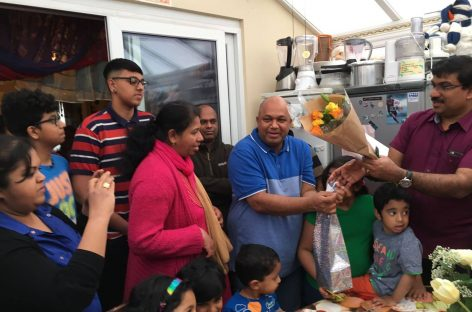 ഫ്രാങ്കിളിന്റെ അന്പതാം പിറന്നാള് ആഘോഷമാക്കി ചെള്ട്ടന്ഹാം മലയാളികള് : ഭാര്യ സര്പ്രൈസ് ഗിഫ്റ്റ് ആയി നല്കിയത് ഒരു പുതിയ കാര്