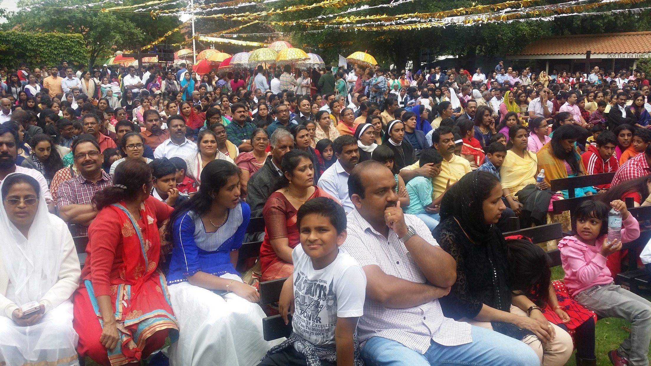 വാല്സിംഹാം ജനസമുദ്രമായി: സീറോ മലബാര് സഭയുടെ പ്രഥമ തീര്ത്ഥാടനത്തിനെത്തിയത് പതിനായിരത്തിൽപരം വിശ്വാസികൾ…