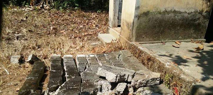 ആലപ്പുഴയില് സ്കൂളിന്റെ ശുചിമുറിയുടെ ഭിത്തി ഇടിഞ്ഞുവീണ് രണ്ടാം ക്ലാസ്സ് വിദ്യാര്ത്ഥി മരിച്ചു