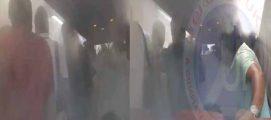 വിമാനം പുറപ്പെടാന് വൈകി ! വിമാനത്തിനുള്ളിൽ പ്രതിഷേധിച്ചവർക്കെതിരെ കലിപൂണ്ട പൈലറ്റ് എയർ കണ്ടീഷണർ പൂർണതോതിൽ പ്രവർത്തിപ്പിച്ചു; തണുത്തു വിറച്ച യാത്രക്കാർ… പിന്നെ നടന്നത് കൂട്ടയടി, വിഡിയോ