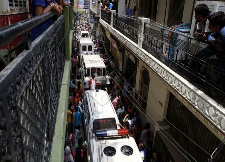ഡൽഹിയിൽ ഒരു വീട്ടിലെ 11 പേരുടെ മൃതദേഹങ്ങൾ കെട്ടിത്തൂങ്ങിയ നിലയിൽ; കൂട്ടമരണത്തിനു പിന്നിൽ 'ദുർമന്ത്രവാദം,കഴുത്തു ഞെരിച്ചതിന്റെ അടയാളങ്ങൾ…