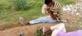 അടിച്ചു പൂസായി കോഴിയെ ജീവനോടെ ഭക്ഷിച്ചു (വീഡിയോ)