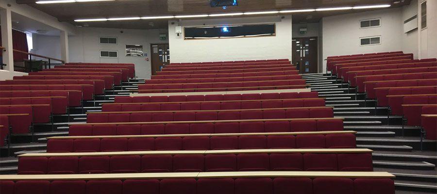 400 വിദ്യാര്ത്ഥികള് പങ്കെടുക്കേണ്ട ലക്ചറിന് ആരും എത്തിയില്ല; ഒഴിഞ്ഞ ലക്ചര് ഹാളിന്റെ ചിത്രം വിദ്യാര്ത്ഥികള്ക്ക് മെയില് ചെയ്ത് അധ്യാപിക