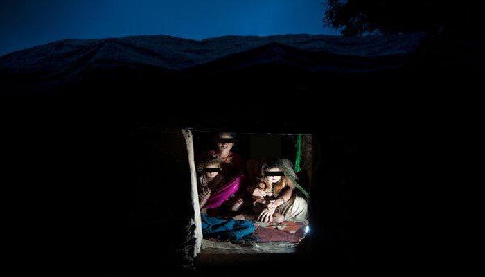 ആർത്തവ അയിത്തത്തിന്റെ പേരിൽ പുറത്ത് താമസിപ്പിച്ചു; അമ്മയും രണ്ട് മക്കളും പുകമൂലം ശ്വാസംമുട്ടി മരിച്ചു