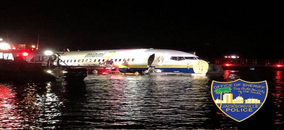 ഫ്ളോറിഡയില് 136 യാത്രക്കാരുമായി ബോയിംഗ് 737 വിമാനം റണ്വേയില്നിന്നു തെന്നി നദിയിൽ വീണു