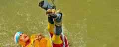 പൂട്ടുകളാൽ ബന്ധിച്ചു ഹൗറ പാലത്തിനടിയിൽ നിന്നും വെള്ളത്തിൽ ചാടി കാണാതായ മന്ത്രികന്റെ മൃതദേഹം കണ്ടെത്തി