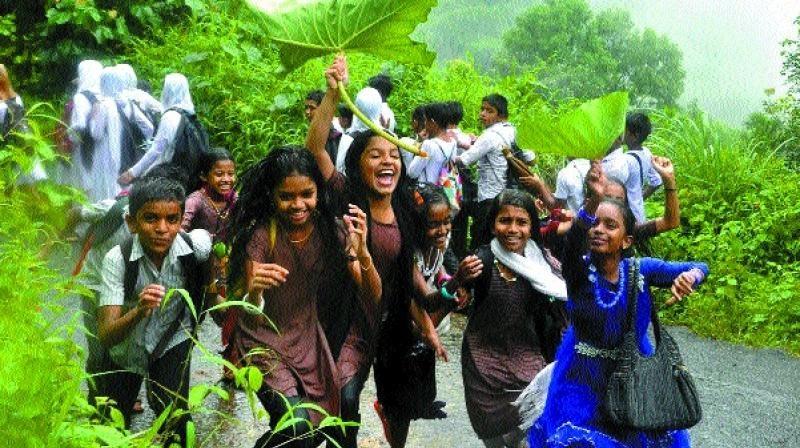 മഴയിൽ കുതിർന്ന്; എട്ടു ജില്ലകളിലെ വിദ്യാഭ്യാസ സഥാപനങ്ങൾക്ക് നാളെയും(14-8-19) അവധി