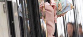 തൊണ്ണൂറ്റിമൂന്നുകാരിയായ ബ്രിട്ടീഷ് രാജ്ഞി പബ്ലിക് ട്രാൻസ്പോർട്ടിൽ തനിയെ യാത്ര ചെയ്ത് ലോകത്തെ ഞെട്ടിച്ചു: ക്രിസ്മസ് ആഘോഷിക്കാനായി യാത്ര ചെയ്തത് ലണ്ടനിൽനിന്ന് സാന്ദ്രിഗാമിലേക്ക് .