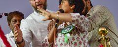 ബംഗളൂരുൽ പാക് അനുകൂല മുദ്രാവാക്യം മുഴക്കി; യുവതിയുടെ മൈക്ക് പിടിച്ചുവാങ്ങി ഒവൈസി