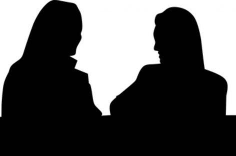 സൂറത്ത് മുന്സിപ്പല് കോര്പ്പറേഷനിലെ പത്തോളം വനിതാ ട്രെയിനി ക്ലര്ക്കുമാരെ വൈദ്യപരിശോധനയ്ക്കായി ആശുപത്രിയിലെ ഗൈനക്കോളജി വാര്ഡില് നഗ്നരാക്കി നിര്ത്തി.