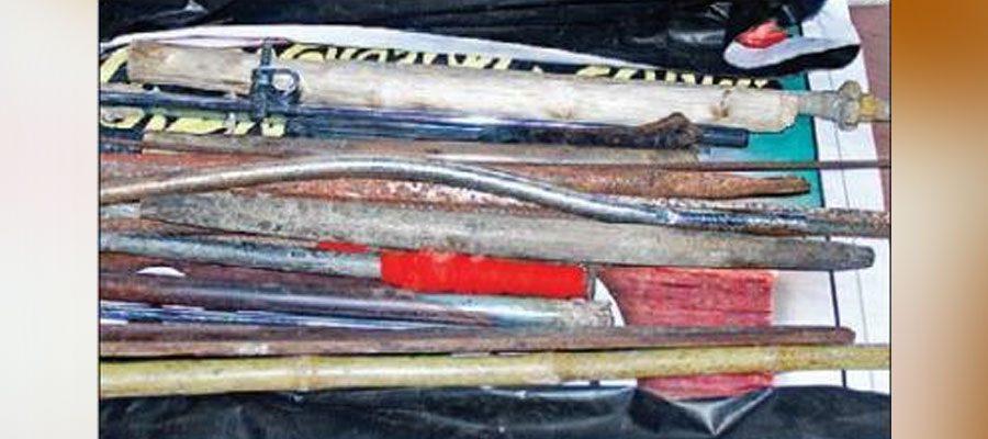 മുഖ്യമന്ത്രിയെ തള്ളി പോലീസ്; മഹാരാജാസില് നിന്ന് പിടിച്ചെടുത്തത് മാരകായുധങ്ങളെന്ന് റിപ്പോര്ട്ട്