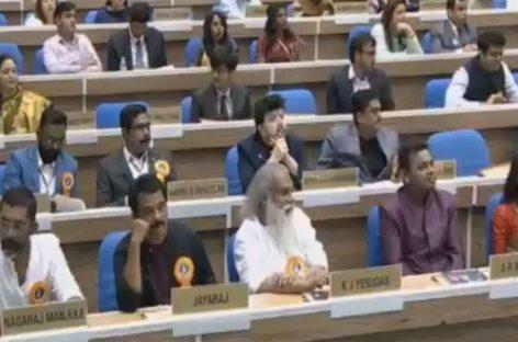 ബഹിഷ്കരണം ദേശീയ അവാര്ഡിന്റെ മഹത്വം അറിയാത്തത് കൊണ്ട്, നിവേദനത്തില് ഒപ്പിടുമ്പോള് തന്നെ ബഹിഷ്കരണം പാടില്ലെന്ന് പറഞ്ഞിരുന്നു