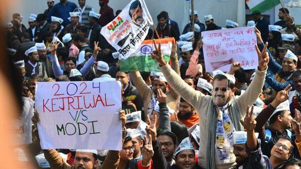 ലീഡ് നില ഉയർത്തി ആം ആദ്മി; ഡൽഹിയിൽ കേജ്രിവാൾ തന്നെ, ബിജെപി 12 സീറ്റിൽ മുന്നിൽ
