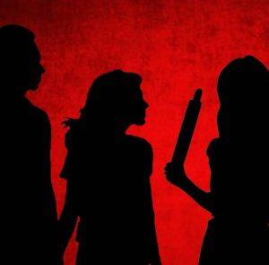 കാമുകനൊപ്പം കണ്ടു, അമ്മായിയമ്മയെ കല്ലുകൊണ്ട് ഇടിച്ചുകൊന്നു; യുവതിയും കാമുകനും അറസ്റ്റില്
